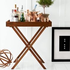 Style and versatility: serve up some mid-century modern chic {alongside cocktails, a cheese plate or finger food}, in the dining room, kitchen or bar. A minimal acacia wood folding stand holds a removable tray of either sleek white lacquer or warm… Bar Cart Styling, Bar Cart Decor, Tray Decor, Bandeja Bar, Bar Sala, Butler Tray, Bar Tray, Rattan Side Table, Diy Bar