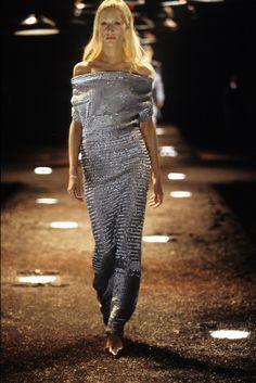 Alexander McQueen Fall 1998 Ready-to-Wear Fashion Show High Fashion Models, 90s Fashion, Runway Fashion, Fashion Show, Alex Mcqueen, Alexander Mcqueen, World Most Beautiful Woman, Ready To Wear, Dress Up