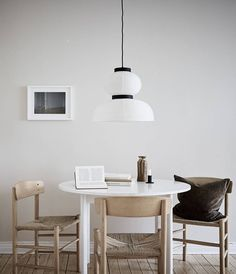 Elin made the most of the space in this beautiful, bright apartment with a simple colour scheme and minimalist styling. Dining Room Inspiration, Home Decor Inspiration, Modern Interior Design, Interior Styling, Bright Apartment, Bright Homes, Living Room Remodel, Living Room Lighting, Living Room Modern