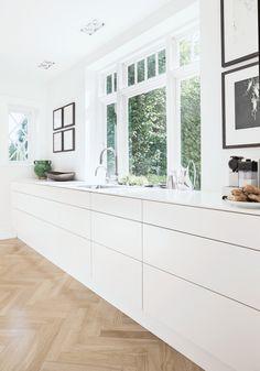 15 Extraordinary Kitchen Interior Design Ideas Are Very Beautiful Minimalist Kitchen Beautiful Design extraordinary Ideas Interior kit Kitchen Kitchen Inspirations, Scandinavian Kitchen, Kitchen Room, Kitchen Remodel, Kitchen Decor, Contemporary Kitchen, Kitchen Dining Room, Minimalist Kitchen, Minimalist Kitchen Design