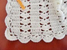 Este modelo de casaquinho é um clássico. Foi uma das primeiras peças que aprendi fazer em crochê. Já perdi a conta de ... Handmade Baby Blankets, Crotchet Patterns, Manta Crochet, Baby Cardigan, Filet Crochet, Kids And Parenting, Crochet Projects, Lace Shorts, Elsa