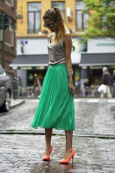 From Brussels, with love ♥: OOTD: ASOS green skirt and holographic clutch