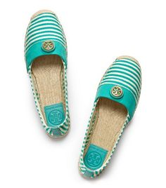 I reallly want these, i have a small turquoise TB purse to match. -J