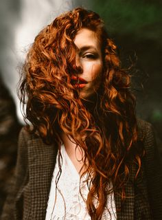 30 long curly red hairstyles Madame hairstyles April 2018 30 long curly red hairstyles Red hair is a passion, especially if you have natural red hair, you are different from all women. New Hair, Your Hair, Beautiful Red Hair, Beautiful Redhead, Long Curly, Hair Goals, Redheads, Curly Hair Styles, Curly Red Hair