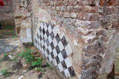 Ruïne Bleijenbeek, middendeel, schouw in de achter- ofwel ridderzaal (10 augustus 2014) Ancestry, Medieval, Buildings, Mid Century, Middle Ages