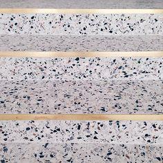 Maison Dandoy / stair step - stone with gold edge -xxl grigio venato by Bomarbre