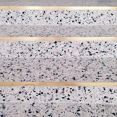 Maison Dandoy / stair step - stone with gold edge