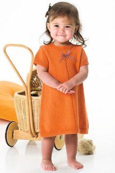 kjole                                                                                                      Strikkjolen med lille hjertehulsmønster