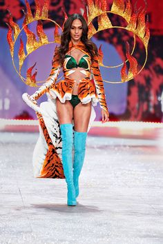 Victoria's Secret Fashion Show - Runway Insider