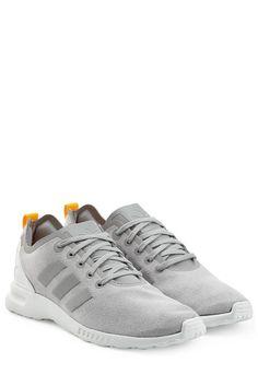 #Adidas #Originals #Sneakers #ZX #Flux #Smooth #> #Grau für #Damen - Zum Sonnengruß auf der Yogamatte oder einfach so im Alltag  >  die Sneakers ZX Flux Smooth von Adidas Originals in hellem Grau  >  Hellgraüs Obermaterial, Schnürsenkel, vorgeformte Fersenkappe aus TPU, aufgeschweißte 3 > Streifen aus Synthetikmaterial  >  Synthetische Innensohle, weiße Laufsohle  >  Stylen wir mit einem Bustier und Tights