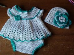 Free baby dress, diaper cover hat crochet pattern ༺✿ƬⱤღ https://www.pinterest.com/teretegui/✿༻