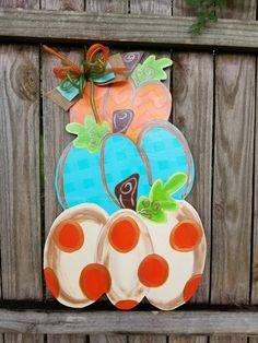Fall Yard Decor, Fall Door Decorations, Burlap Door Hangers, Fall Door Hangers, Wooden Pumpkins, Painted Pumpkins, Cute Crafts, Fall Crafts, Pumpkin Door Hanger