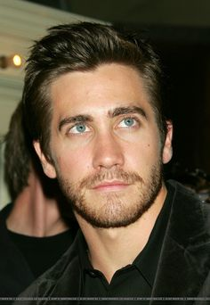 Jake Gyllenhaal was given his first driving lesson by Paul Newman. Logan Lerman, Amanda Seyfried, Beautiful Men, Beautiful People, Maggie Gyllenhaal, Jake Gyllenhaal Young, Tom Hardy, Hottest Male Celebrities, Actrices Hollywood