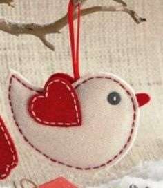 felt ornaments for the tree or as gift wrapping accents: owl and Christmas lovebird: Christmas Projects, Felt Crafts, Holiday Crafts, Bird Crafts, Christmas Sewing, Handmade Christmas, Christmas Crafts, Felt Christmas Decorations, Felt Christmas Ornaments