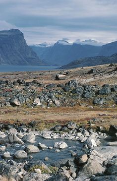 Nunavut with its harsh arctic landscape is the place to go if you want to eat traditional native food like whale skin. Alaska, Canada North, Canada 150, Western Canada, Beautiful Places To Visit, Oh The Places You'll Go, America Continent, All About Canada, Arctic Landscape