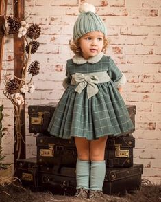 Children's retro clothes: 10 thousand images-детская ретро одежда: 10 тыс изображений най… children's retro clothing: 10 thousand images found in Yandex. Baby Girl Dress Patterns, Little Girl Dresses, Baby Dress, Little Girl Fashion, Toddler Fashion, Kids Fashion, Vintage Kids Clothes, Baby Kids Clothes, Retro Clothing