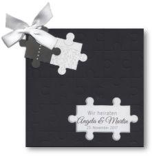 Schwarze Einladung mit Puzzle