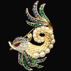 Trifari 'Alfred Philippe' Gold Multicoloured Stones and Pearls Fish Pin | eBay