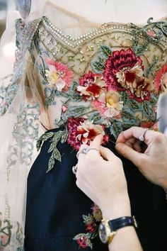 Behind the Scenes look into the Marchesa Fall/Winter 2018 Collection. Behind the Scenes look into the Marchesa Fall/Winter 2018 Collection. Couture Embroidery, Embroidery Dress, Embroidery Designs, Couture Embellishment, Couture Details, Fashion Details, Fashion Design, Marchesa, Motifs Perler