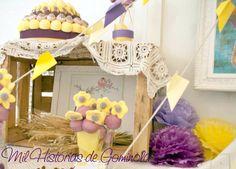 #boda genial de Javier y Montse, esta su #mesadechuches en #morado y #amarillos con aire #vintage. #valdeherrera #calatayud #candybar #plane #boda #chuches #tartachuches #aviones #mapas #maletas #viajes #maquinadeescribir #airmail #pompones #abanicos #retro #zaragoza