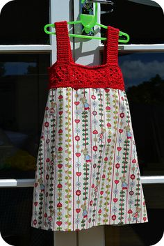 Easy and adorable! Started on the granny squares for this already, but I think I'll do a two row bodice and shorten the skirt accordingly, because the bodice color seems pretty overwhelmed in this example. To me, anyway. ;-)