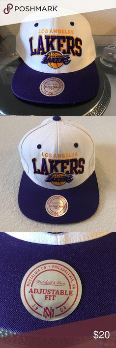 Mitchell&ness SnapBack Used Mitchell & ness Los Angeles Lakers hardwood classics SnapBack Mitchell & Ness Accessories Hats
