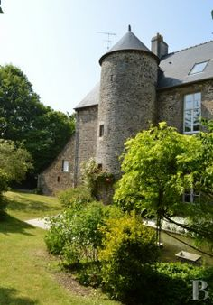 A 16th century manor house on the Mont-Saint-Michel Bay - France mansions for sale - in Normandie, Bretagne, North, Perche - Patrice Besse Castles and Mansions of France is a Paris based real-estate agency specialised in the sale of Manors.