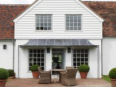 Galvanized awning Loving this awning !  Might try it for my house!