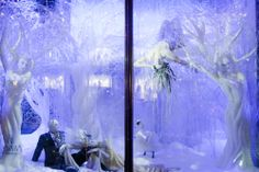 A Crystal Christmas at Harrods @ http://thewindowdisplayblog.com/2011/11/28/a-crystal-christmas-at-harrods/