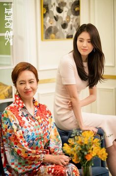 The World of the Married (부부의 세계) - Drama - Picture Gallery @ HanCinema :: The Korean Movie and Drama Database Size Zero, Drama Korea, Girl Face, Messy Hairstyles, Light In The Dark, Korean Girl, Pink Dress, Couples, World
