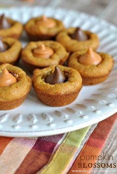 Pumpkin Blossoms: a fall treat based off your favorite pb blossom cookie. Add a hershey kiss in any flavor! #recipe #pumpkin #blossoms #fall #treat #easy #peanutbutter #pb