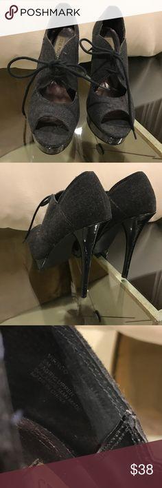 Steve madden heels Grey canvas open toe heel w black tie and black shiny heel virrgo style size 8 heel about 5 in Steve Madden Shoes Heels