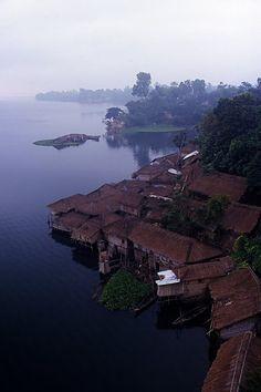 Rangamati à l'aube http://www.inbangladesh.it/en/Chittagong-Hill-Tracts