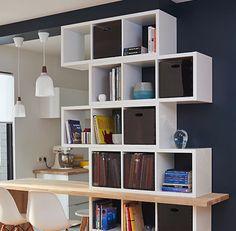 Les structures Mixxit séparent le salon de la cuisine et crééent des rangements supplémentaires. Il suffit d'ajouter des casiers pour cacher aux yeux des visiteurs ce qui n'est pas déco.