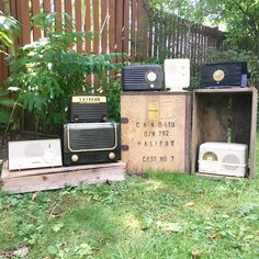 What These Old Things Online Vintage Shop Retro Clock, Vintage Home Decor, Radios, Vintage Shops, Clocks, Cameras, Old Things, Vintage Fashion, Electronics