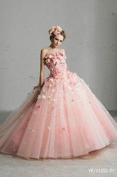 pink dress by Yumi Katsura Pink Wedding Dresses, Flower Dresses, Ball Dresses, Ball Gowns, Prom Dresses, Formal Dresses, Wedding Gowns, Beauty And Fashion, Look Fashion