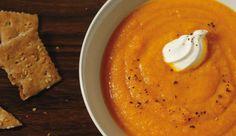 Süßkartoffelsuppe mit Ingwer und Karotte:   Suppen sind lecker, nahrhaft und eignen sich sowohl als Vorspeise als auch als deftiges Hauptgericht. Ein weiteres Plus: Wer sein Süppchen selber kocht, kann absolut sicher sein, dass sich keine gehärteten Fette, Zucker, Aromastoffe oder Glutamat darin befinden