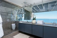 Matthew Perry's Malibu mansion, now sold, has a waterfront bathroom