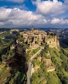 Civita di Bagnoregio, Italy www.brickscape.it #brickscape #turismo #turismoesperienziale #esperienze #tourism #experiences #viaggi #viaggio #viaggiare #viaggiatori #travel #vacanza #vacanze #viaggiatore #umbria #italia #italy #italytrip