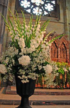 Pedestal Arrangement of white hydrangeas, gladioli and gyp Church Wedding Flowers, Church Wedding Decorations, Wedding Centerpieces, Hortensien Arrangements, Home Flower Arrangements, White Flowers, Beautiful Flowers, White Hydrangeas, Pedestal