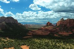 """Sedona, Arizona is a magic place with so many things to do! From the best hikes to the best food, here's a local's take on all the """"must-sees"""" in Sedona! Travel Capsule, Rv Travel, Travel Tips, Sedona Retreats, Sedona Hikes, Best Hikes, Day Hike, Paris, Plein Air"""