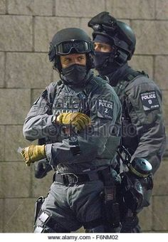 The Met Police's New Counter Terrorism Unit. Military Special Forces, Military Police, Police Officer, Police Tactics, Military Costumes, British Armed Forces, Hot Cops, Police Uniforms, Men In Uniform