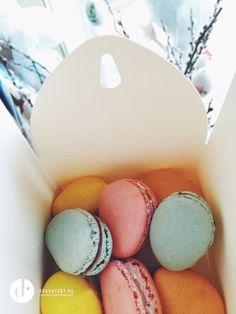 Egg shaped macarons More: http://drkuktart.blog.hu/2015/04/03/hetvegi_inspiracio_12_weekend_inspiration