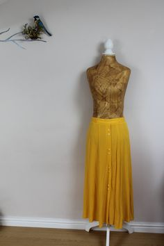 Vintage 80s 90s size 10 canary yellow midi high by BebopBoutiqueuk