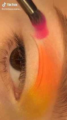 Makeup Tutorial Eyeliner, No Eyeliner Makeup, Blush Makeup, Disney Eye Makeup, Eye Makeup Art, Creative Eye Makeup, Colorful Eye Makeup, Make Up Yeux, Maquillage On Fleek