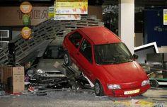 De autoverzekering was nog niet geregeld. Vehicles, Car, Automobile, Cars, Cars, Autos, Vehicle