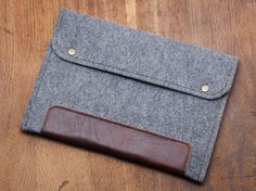 Ipad AIR case. Felt ipad case with natural leather and by BluCase $23 on Etsy