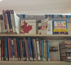 Great selecting at #QueensLibrary... Which way do you wanna go #immigrant? Become a #USCitizen or migrate to #Canada? . . . #turistinewyork #nycandtours #sightseeing #turist #dansk #dansktourguide #danskguide #licensedtourguide #traveltips #usatravel #tra