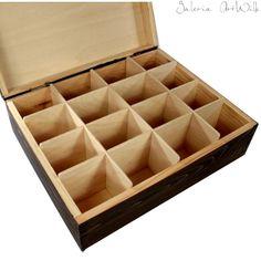 Pudełko na herbatę, drewniane, ręcznie malowane Pudełko, malowane ręcznie trwałymi farbami artystycznymi. Lakierowane. W środku 16 przegródek. Doskonale nadaje się do