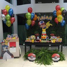 "Petit Truck<span class=""emoji emoji1f1eb1f1f7""></span> Pokemon<span class=""emoji emoji1f431""></span>🌲... E essa festa linda que fizemos a pedido da nossa cliente querida? Ficamos ... Pokemon Themed Party, Pokemon Birthday Cake, Boy Birthday Parties, Birthday Fun, Festa Pokemon Go, Pokemon Balloons, Pokemon Halloween, Birthday Table Decorations, Halloween Party Costumes"